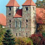 Westseite der Klosterkirche St. Christophorus Reinhausen mit seinen Türmen